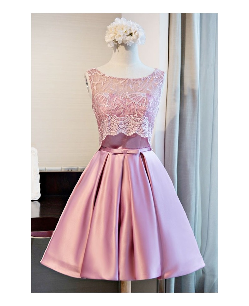 Chic Ball-gown Scoop Neck Short Satin Homecoming Dress With Lace