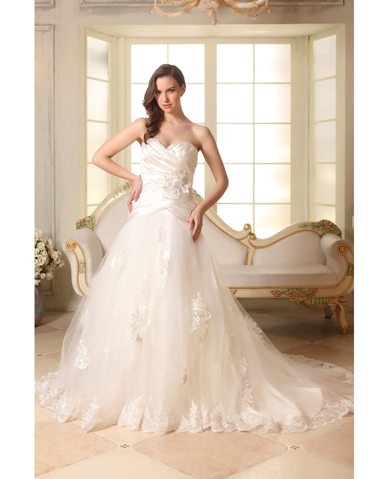 A-line Sweetheart Court Train Tulle Wedding Dress With Appliques Lace