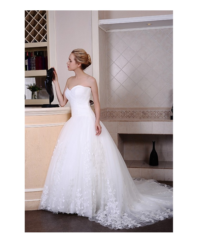 Ball-Gown Sweetheart Chapel Train Organza Wedding Dress With Appliques Lace Pleated